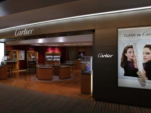 成田空港第二ターミナル。ナリタ5番街ブランド店。Cartier(カルティエ)