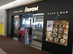 成田空港第二ターミナル。ナリタ5番街ブランド店。カフェ&バー アビオン店舗画像