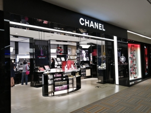 成田空港第二ターミナル。ナリタ5番街ブランド店。CHANEL FRAGRANCE & BEAUTY SOUTH (シャネル)店舗画像