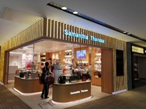 成田空港第二ターミナル。ナリタ5番街ブランド店。Samantha Thavasa(サマンサタバサ)店舗画像