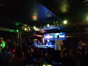 バギオ最大級のクラブThe CAMP(ザキャンプ)2階フロアDJブース(クラブ・ダンスフロア)の画像写真