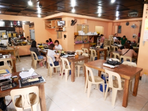 フィリピンバギオで一番美味しい韓国料理屋パール・ミート・コレーン・レストラン店内の画像