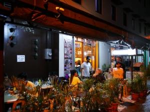 【フィリピン留学】バギオにあるアラブ料理の美味しいお店のご紹介。@bonabilテラス席の画像