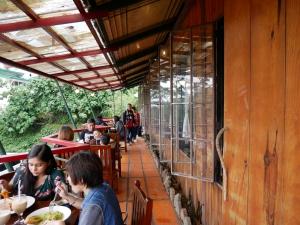 Seacret garden(シークレットガーデン)バギオで一番美味しいイタリアンレストランのテラス席の画像