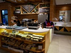 フィリピン(バギオ)のWi-Fi最強カフェQuoted Cafeのカウンターの画像