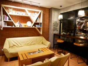 フィリピン(バギオ)のWi-Fi最強カフェQuoted Cafeのソファー席の画像