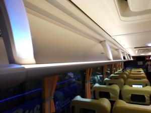 バギオからマニラまでJOYBUS完全ガイド予約方法とバスの乗り方ジョイバスの座席の上の棚の画像