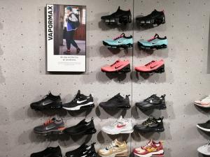 【海外購入代行】海外で購入できるスニーカー直営店内Nike(ナイキ)のVapor Max (ヴェイパーマックス)画像