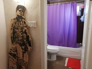 【完全保存版】カナダで部屋の探し方とコツ‼︎ トラブル回避方法 バスルームの画像