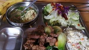 【フィリピン留学最安値の実態‼︎】MONOL(モノル)の食事・教師の質を徹底解説します。給食の写真(牛肉)