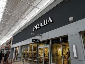 【完全保存版】超簡単‼︎トロントプレミアムアウトレット店舗の紹介 PRADA(プラダ)の店舗画像