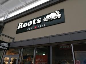 【完全保存版】超簡単‼︎トロントプレミアムアウトレット店舗の紹介 カナダ発祥ブランドRoots(ルーツ)の店舗画像